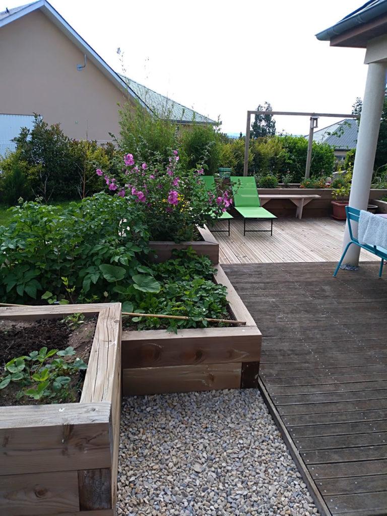 paysagiste rodez, coin détente, jardinières et terrasse bois, aquavert